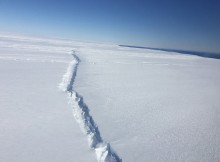Why a Massive Ice Sheet of Antarctica is cracking?