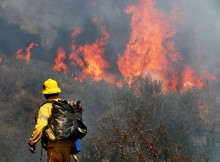 La Tuna Fires Starts again with Containing 90% Flames: LAFD